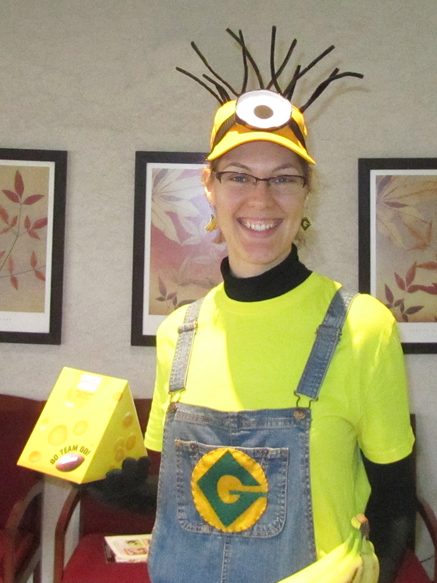Person wearing a Dispicable Me minion outfit